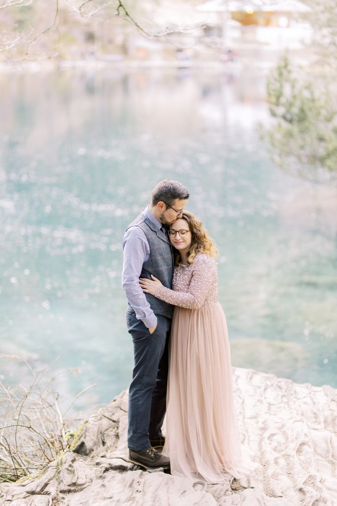Fine art engagement session, couple by the lake. Aline Mercier, AM-Weddings, wedding planner Genève, Geneva, Suisse, Switzerland.
